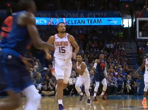 [视频]威少后场精准长传,格兰特接球起飞暴扣