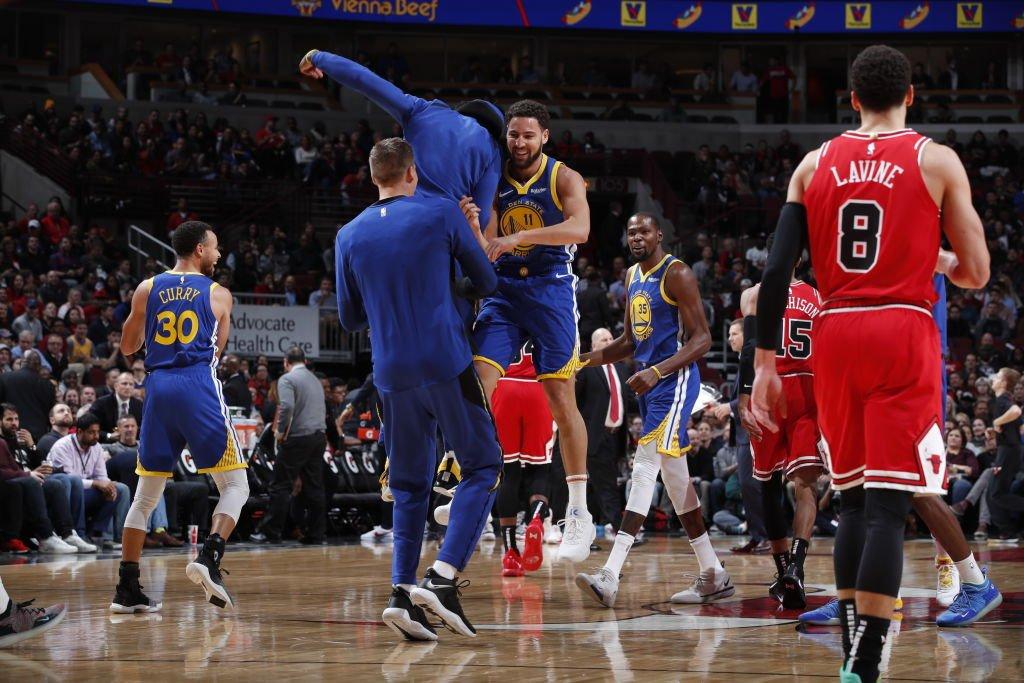 勇士半场投进17记三分得到92分,创NBA历史多项纪录