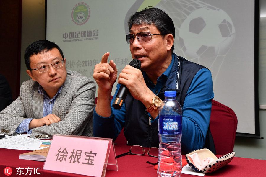 徐根宝现身杭州,为足协青训机构负责人培训班传授经验