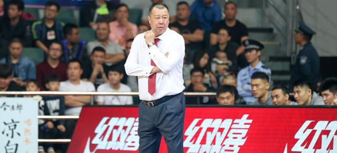 吴庆龙:球队打得很被动,将积极面对困难
