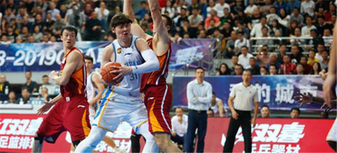 王哲林砍32分12篮板,本赛季个人首次30+