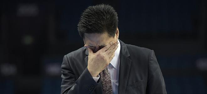 巴塞罗那 vs皇马. 李春江赛前再秀领带:少点黑, 但有一点红