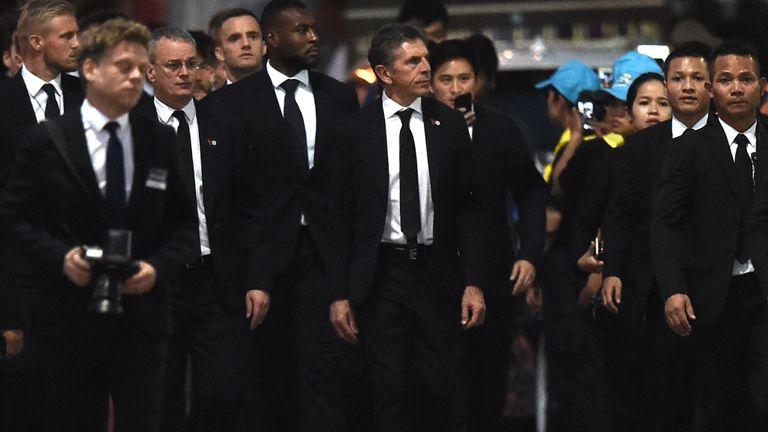 莱斯特城球员们和管理层已从维猜的返回英格兰