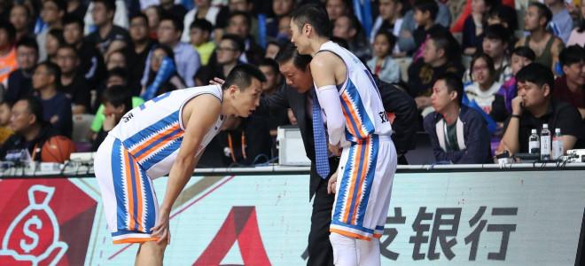 李秋平:攻防都有问题,应加强篮下进攻