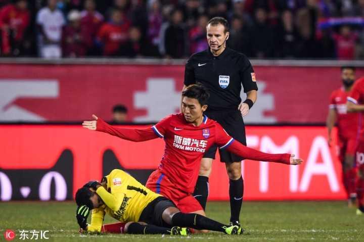 半场:费尔南迪尼奥助塞巴破门郑智退场,重庆1-0恒大