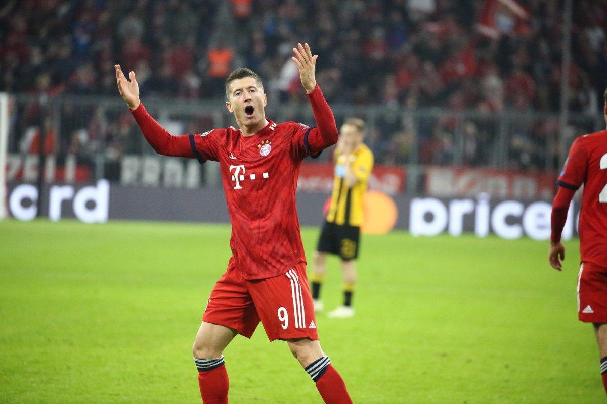 GIF:莱万利用角球机会梅开二度, 拜仁扩大比分