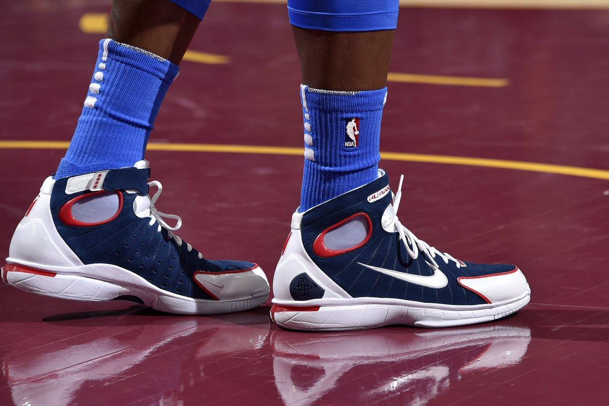 今日上脚球鞋一览:施罗德脚踏Nike 2K4亮相