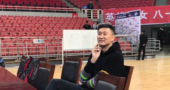 广东八一上演WCBA榜首大战,杜锋现身现场观战