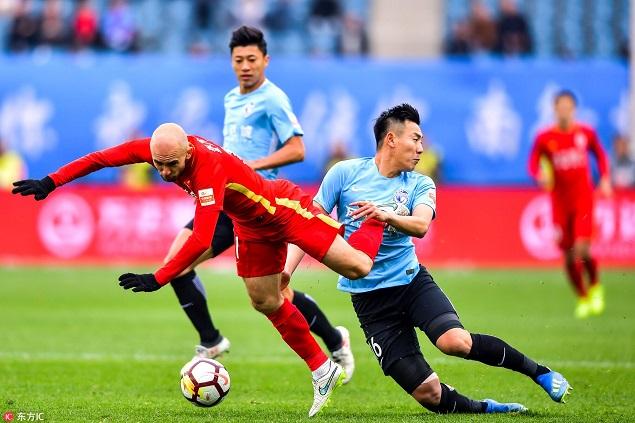 半场:里亚斯科斯破门维贝中楣,一方1-0亚泰