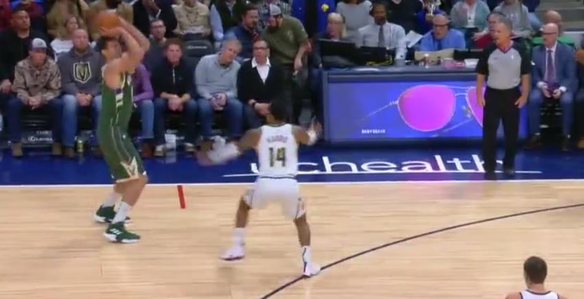 [视频]越投越远!大洛佩斯手感火热连续命中3记三分