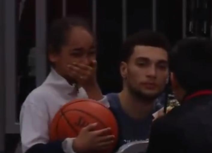 [视频]激动!女球迷见到偶像拉文后泣不成声