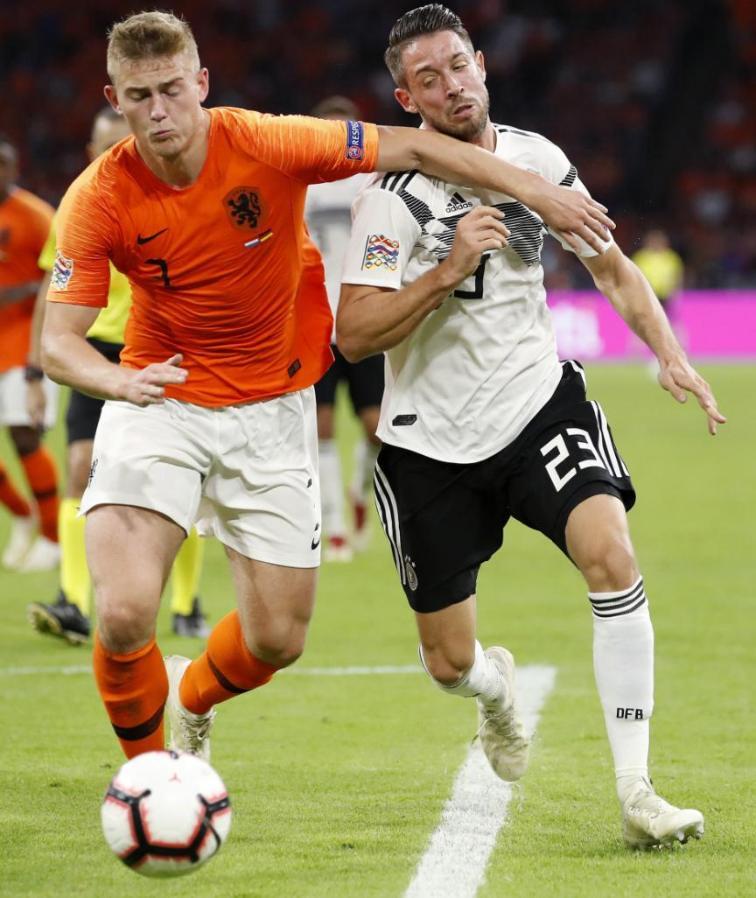 图片报:拜仁已经长期考察阿贾克斯后卫德里赫特