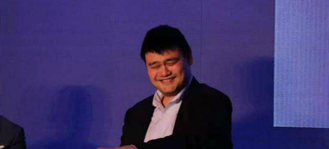 刘翔父短信疑曝光. 姚明笑谈篮协主席权力:我是一俗人, 追求总是有的