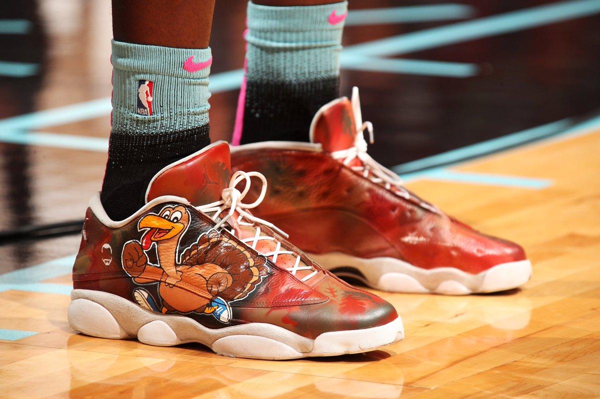 北京视频. 今日上脚球鞋一览:阿德巴约脚踏 AJ13感恩节定制版