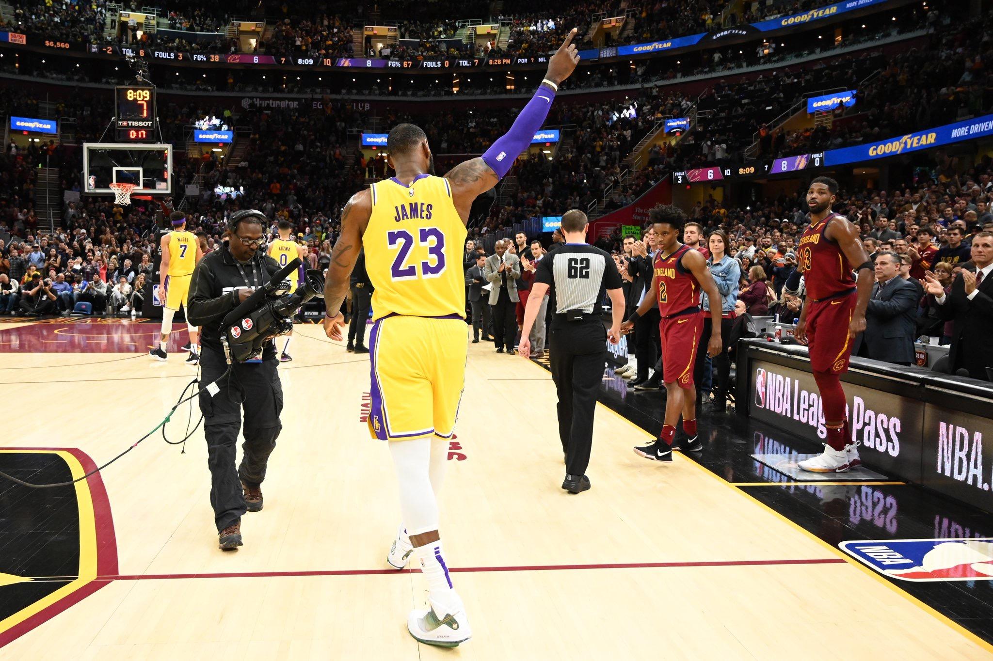 昨日湖人与骑士的比赛创下多项NBA常规赛收视率纪录