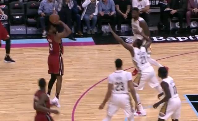 [视频]韦德弧顶追身三分,随后后抬打板中投得手