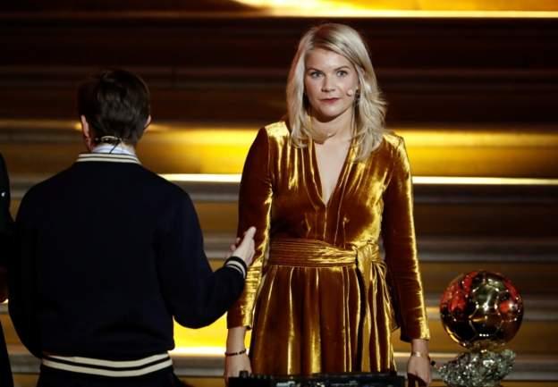 不妥当,主持人竟问女子金球奖得主是否会跳甩臀舞