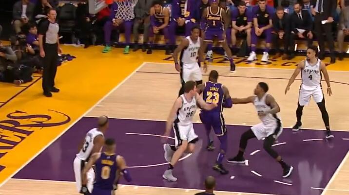 [视频]詹姆斯助攻麦基背筐暴扣后陀螺转上篮得手