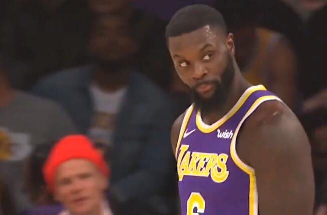 [视频]熟识的操作!史蒂芬森旋转跳跃后传球被判走步