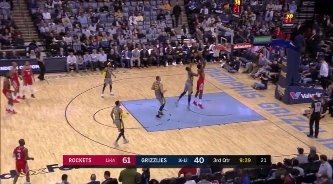 [视频]幼贾伦-杰克逊追身血帽卡佩拉,随后命中弧顶三分