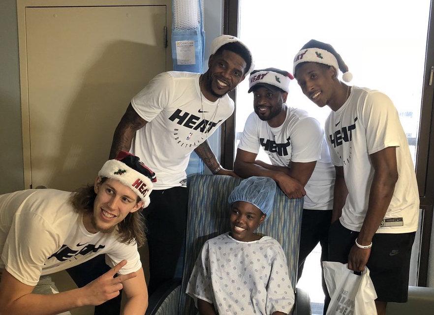 暖心!韦德、哈斯勒姆等炎火球员前去医院探看患病儿童