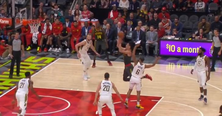 [视频]林书豪突破逆身上篮,随后点首退守再中跳投