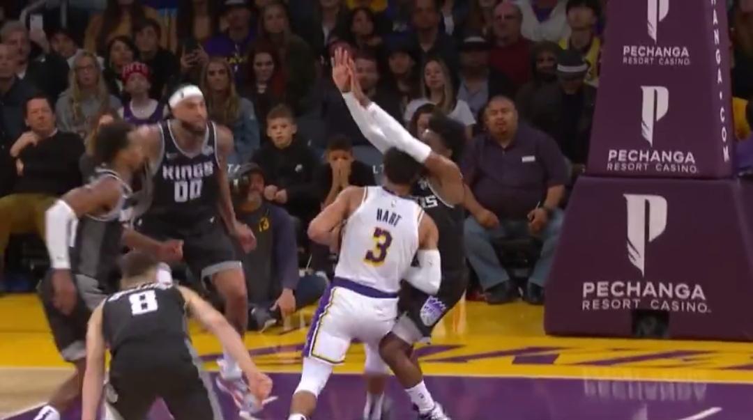 [视频]香珀特抢断莺歌上篮,哈特篮下得手稳住比分