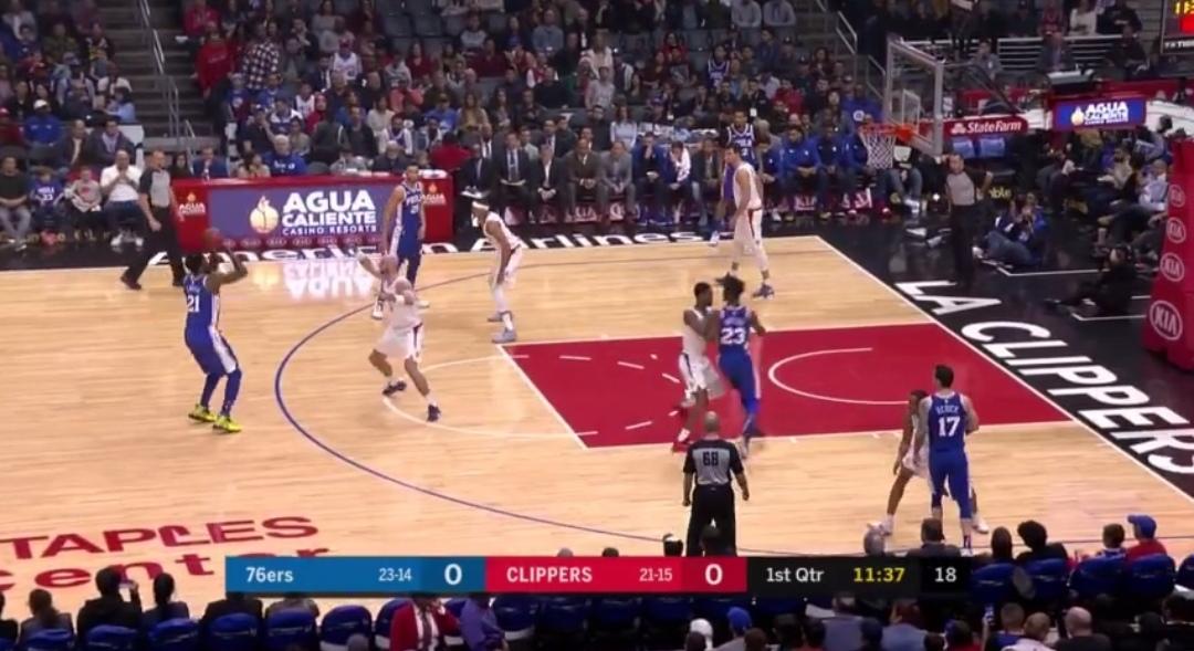 [视频]大帝干拔三分命中复出首球,西蒙斯单臂重扣