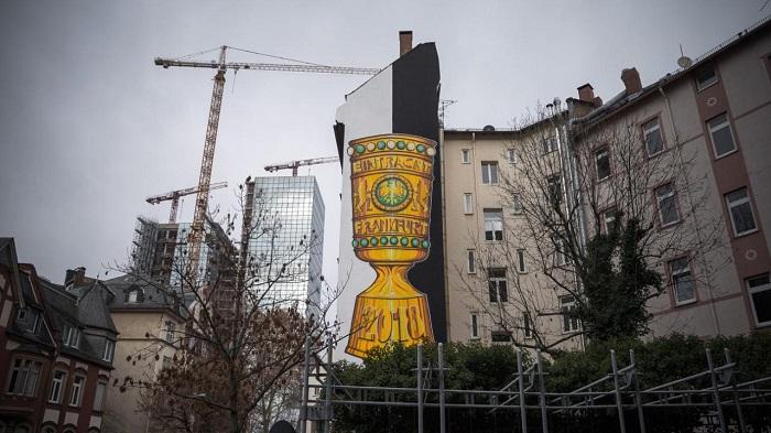 一图流:一公司做大幅涂鸦纪念德国杯夺冠