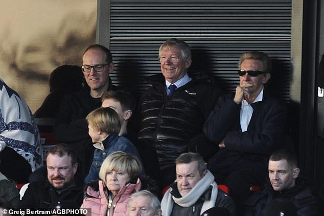 传奇再聚首,弗格森携曼联92班成员观看索尔福德比赛