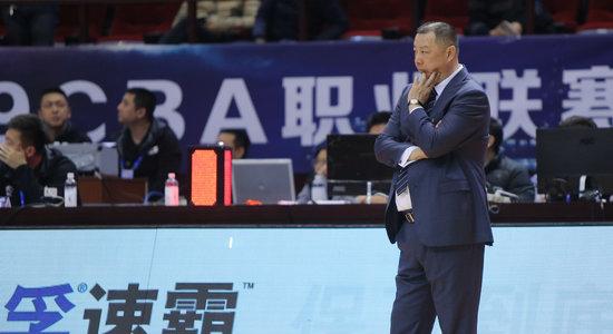 速滑短距离世锦赛. 吴庆龙:虽然球员很努力, 但我们更需要核心