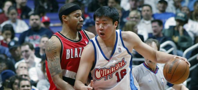 如何看待周琦在NBA的困境?王治郅:我们情况不同