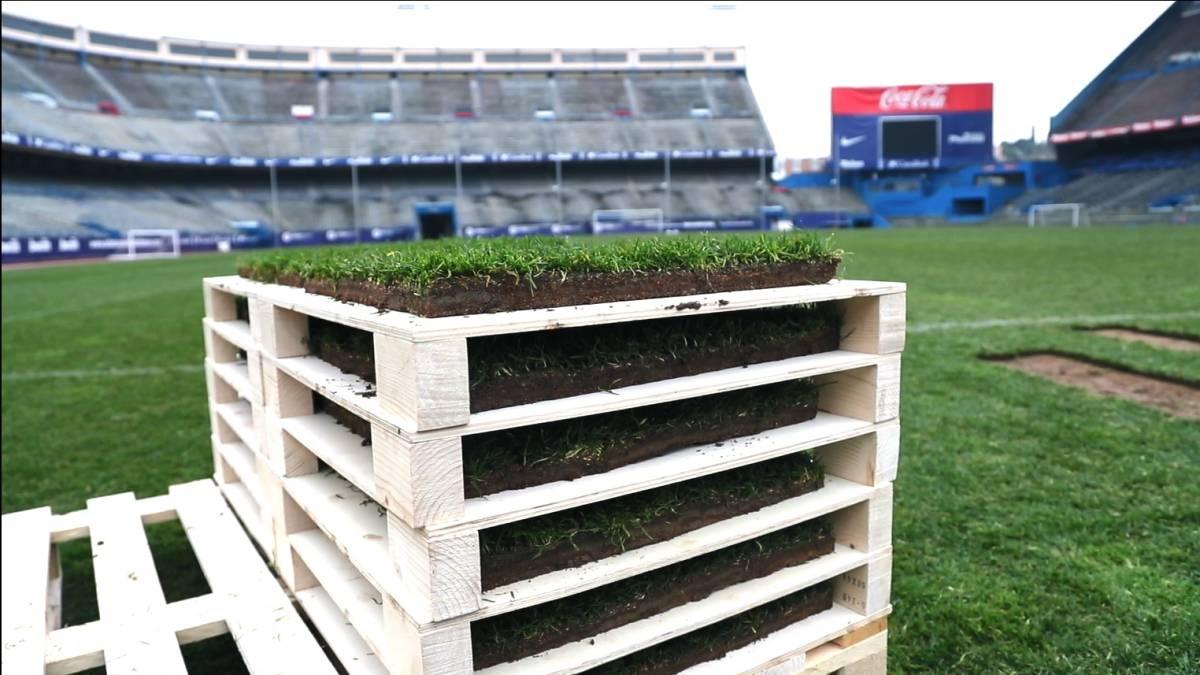 有商业头脑,马竞将卡尔德隆球场草皮制成模型出售