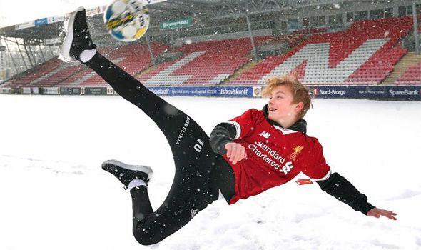 镜报:曼联或击败利物浦签下14岁挪威小将
