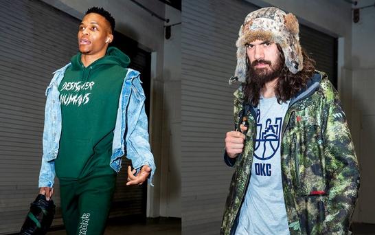 雷霆球员赛前抵达球馆,威少衬搭绿色显时尚