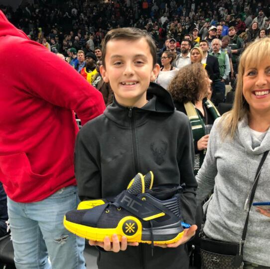 韦德谈送鞋给小球迷:希望给他创造难忘的回忆_...