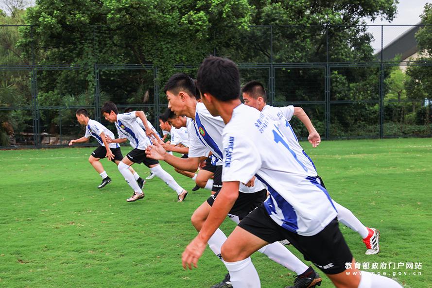 全国校足办与申花、富力签约共建校园足球训练营