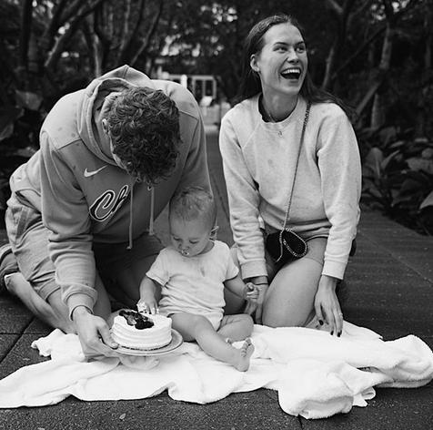 温馨!马尔卡宁为儿子庆祝一周岁生日