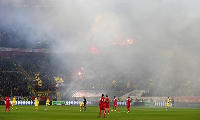 球迷燃放烟火,众特蒙德被罚款6.2万欧