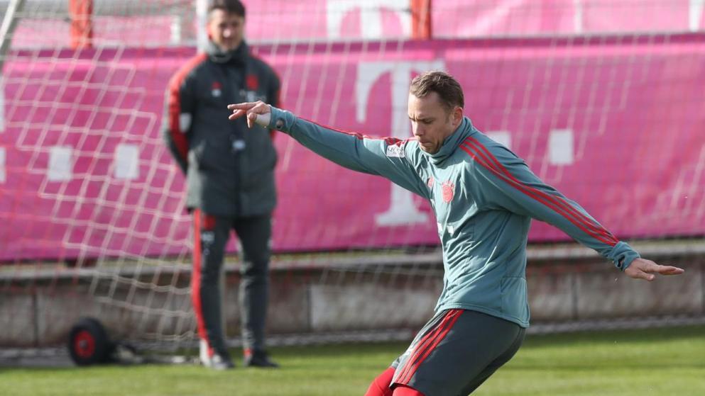 图片报:诺伊尔进行射门练习,仍无法进行门将训练