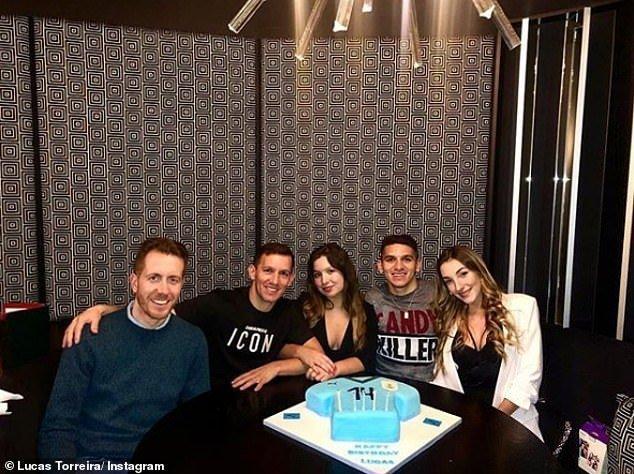 一图流:托雷拉23岁啦,乌拉圭球衣造型蛋糕庆生