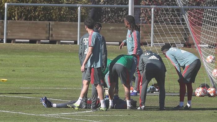 拜仁小门将训练中被球击中晕倒, 博阿滕连续砸门求帮助