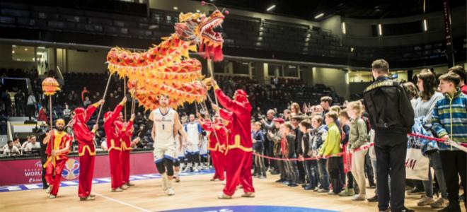 为中国世界杯之旅祈福!捷克入场仪式加入舞龙表演