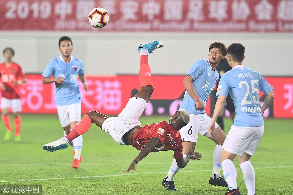 半场:韦世豪劲射破门张琳芃染红,恒大2-0天海