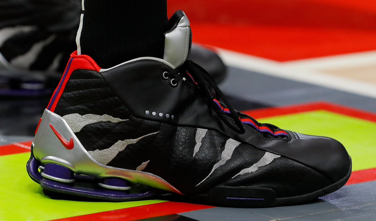 今日常规赛上脚球鞋一览:卡特上脚猛龙元素配色Shox BB4
