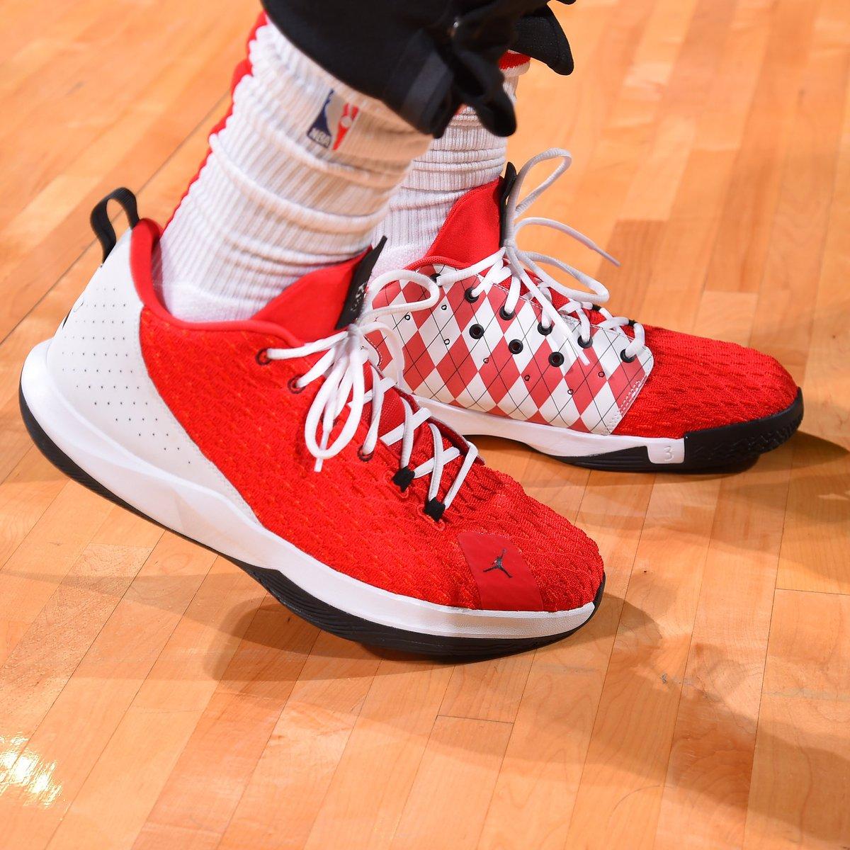 今日常规赛上脚球鞋一览:保罗上脚红白配色CP3.XII