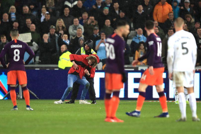 瓜迪奥拉:应采取措施杜绝球迷擅自冲入球场的现象