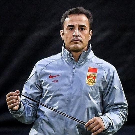 卡纳瓦罗晒履新国足主帅照,拉维奇扎卡尔多?#20154;?#19978;祝福