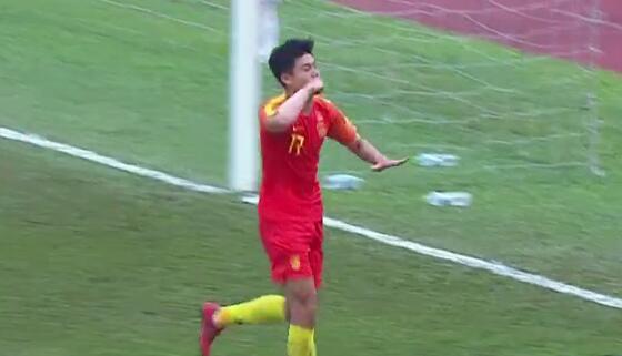 GIF:杨立瑜点球破门,国奥1-0老挝