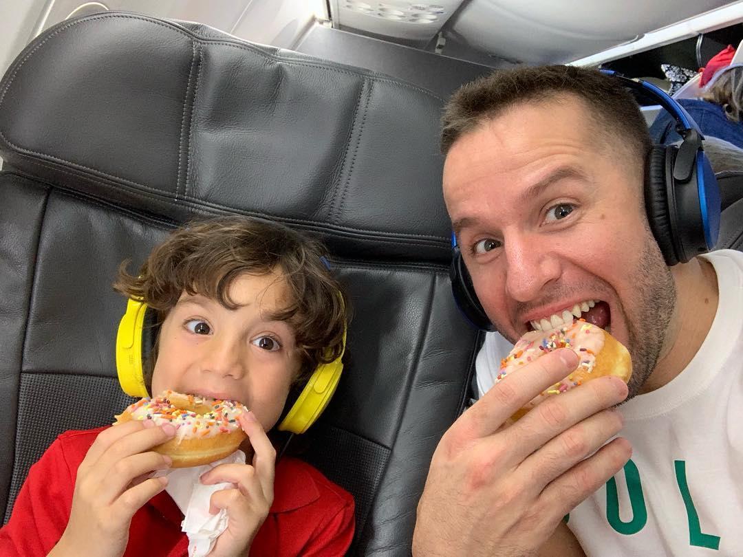 歡樂無限!巴裡亞與兒子一同吃甜甜圈